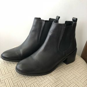 Steve Madden City black chelsea boot - LIKE NEW